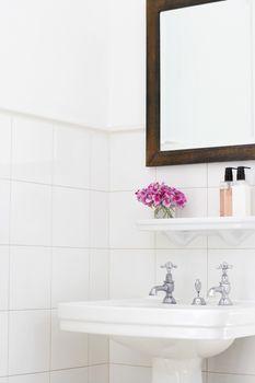 Pedestal sink and mirror frame in bathroom