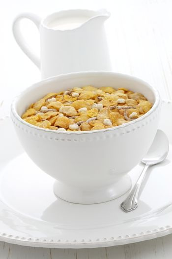 Delicious and nutritious lightly toasted breakfast cereal with bran.