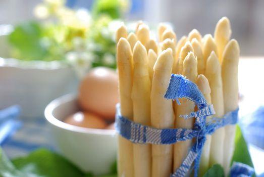 preparing asparagus for appetizer