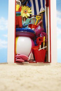 Beach storage cabin with beach toys