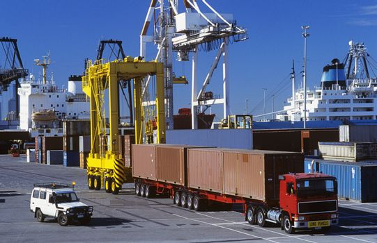 Machines in cargo container port