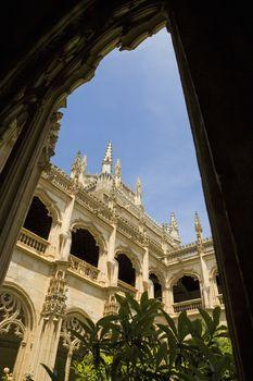 Arcade of balcony surrounding palace courtyard.