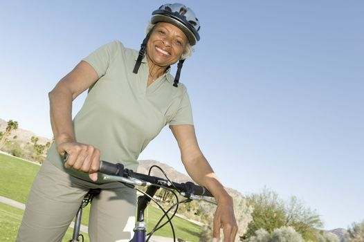 Senior woman sits on mountainbike