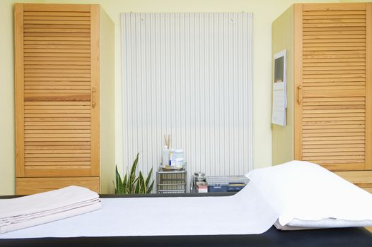 Interior of a neat and tidy Chinese medicine treatment room