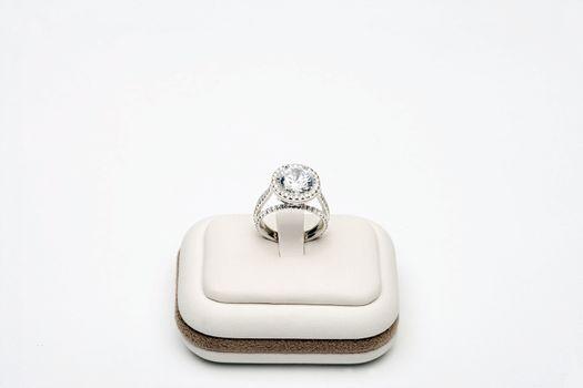 Sparkling Platinum Ring