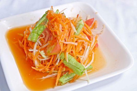 Hot and spicy papaya and carrot salad