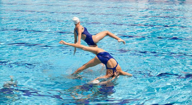 Synchronized swimmers choreography
