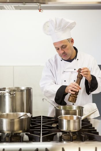 Concentrating head chef using pepper mill