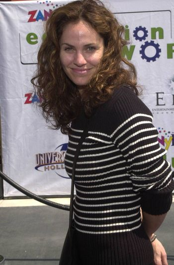 Amy Brenneman at the Education Works benefit to promote after-school activities, Universal Studios Hollywood, 03-25-00