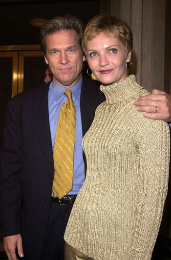 """Jeff Bridges and Joan Allen at the premiere of Dreamworks """"The Contender"""" in Westwood, 10-05-00"""