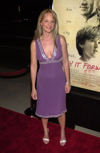 """Helen Hunt at the premiere of Warner Brother's """"Pay It Forward"""" in Beverly Hills, 10-12-00"""
