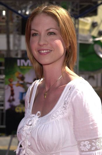"""Jenna Elfman at the premiere of the Imax special effects spectacular """"Cyberworld 3D"""" at Universal Studios Hollywood, 10-01-00"""