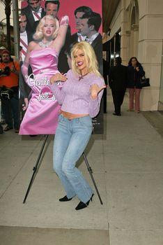 """Anna Nicole Smith Unveils """"Gentlemen Prefer Fur-Free Blondes"""" Ad"""