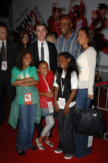 Zac Efron with Barry Bonds and family /ImageCollect