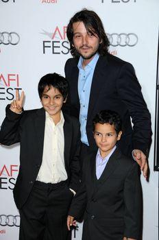 Diego Luna with Christopher and Gerardo Ruiz-Espranza /ImageCollect