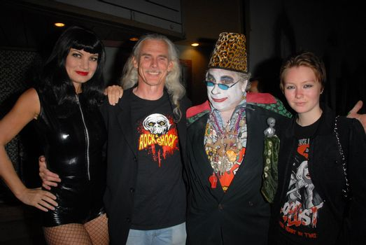 Rena Riffel. Camden Toy, Count Smokula and guest /ImageCollect