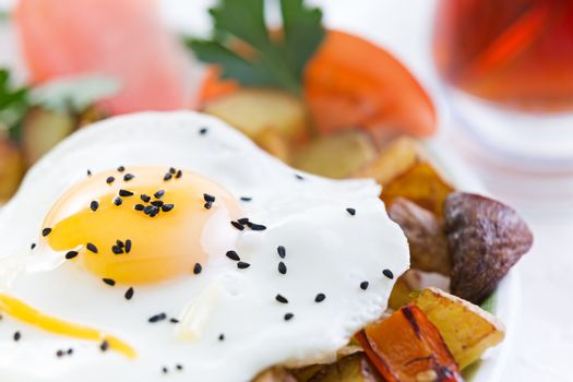 Nutritious fried egg and vegetables