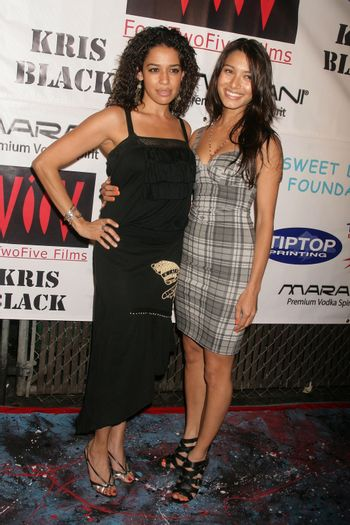 Ogy Durham and Chantelle Barry at the Opening of 'The Abstract Art of Kris Black' benefitting Survivors of Sexual Abuse. Stanley's Restaurant and Bar, Sherman Oaks, CA. 05-21-09/ImageCollect