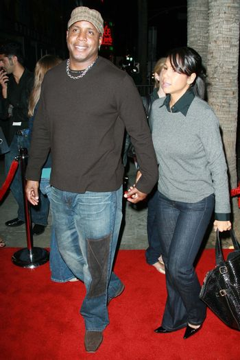 """Barry Bonds and wife Liz at the premiere of """"Why Did I Get Married?"""". Arclight Theatre, Hollywood, CA. 10-04-07/ImageCollect"""