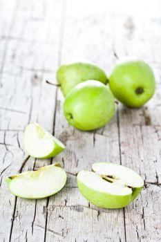 ripe green apples