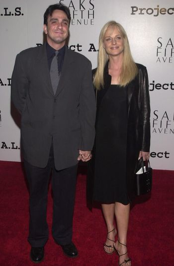 Hank Azaria and Helen Hunt at the 2nd Annual ALS Benefit at the Hollywood Palladium, 04-10-00
