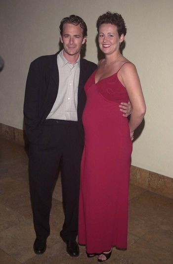 """Luke Perry and Minnie Sharpe at the """"Beverly Hills 90210"""" series wrap party in Hollywood, 04-04-00"""