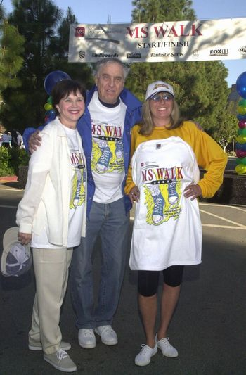 """Cindy Williams and Garry Marshall and Penny Marshall at the MS Walk 2000, where the cast of """"Laverne and Shirley"""" reunited. Burbank, 04-09-00"""