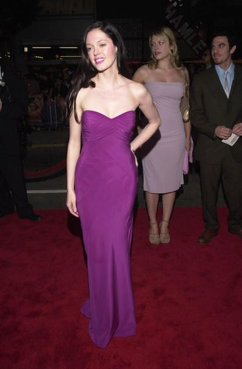 """Rose McGowan at the premiere of Warner Brother's """"READY TO RUMBLE"""" in Hollywood, 04-05-00"""