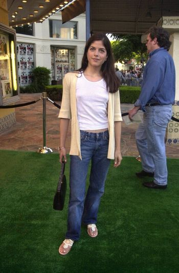 Selma Blair at the premiere of The Replacements in Westwood. 08-07-00