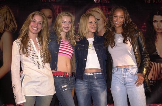 Coyote Ugly Signing