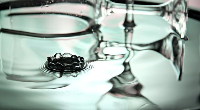 The picture Focus green Background of wine glass in Basin and water drops.