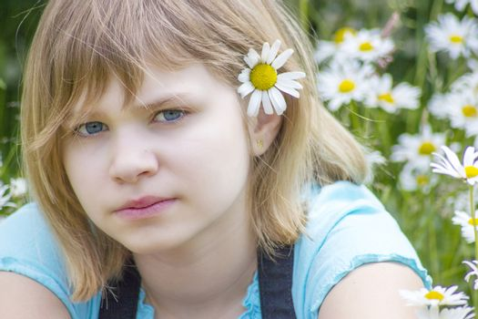 little girl with daisy in her hair
