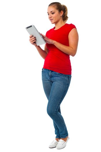Young womanl using tablet pc