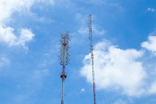 Antenna transmission signal transmitting antennas in wireless telecommunications system.