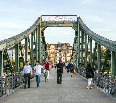 people at Eiserner steg in Frankfurt