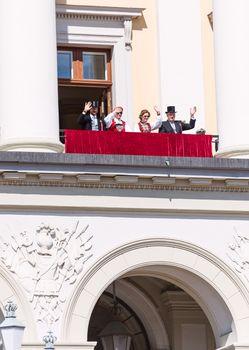 17 may oslo norway Royal Family waving