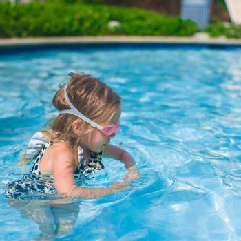 Profile of a little girl enjoy in the swimming pool
