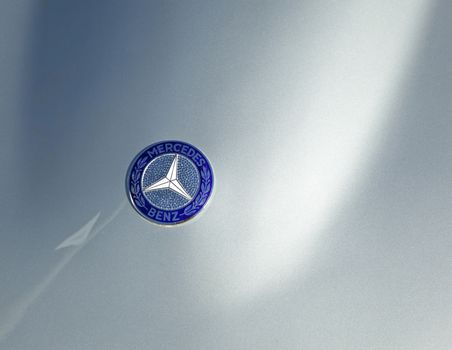 HOFHEIM, GERMANY - NOVEMBER 27, 2010: Mercedes Benz sign at an oldtimer meeting. The original idea of the three side star comes from 1909 and was inspired by Gottlieb Daimler.