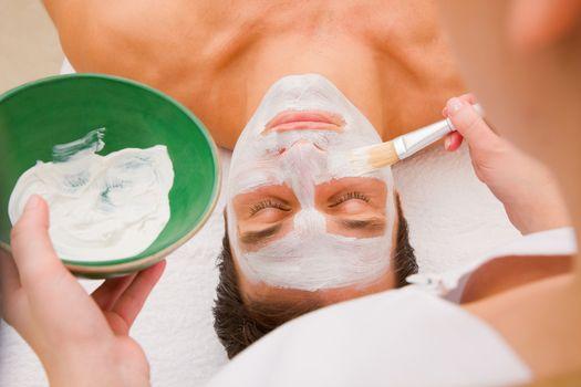 Facial beauty treatment by an aesthetician