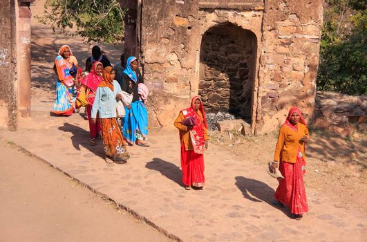 Indian women in colorful saris walking trhough the gate at Ranth