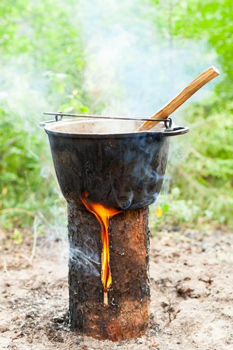 Cooking on Scandinavian log candle