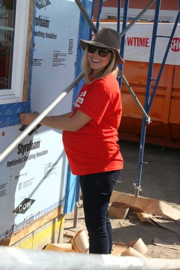 """Kristen Bell at the Habitat for Humanity build by Showtime's """"House of Lies"""" and Shameless, Magnolia Blvd, Lynwood, CA 10-25-14 David Edwards/DailyCeleb.com 818-915-4440/ImageCollect"""