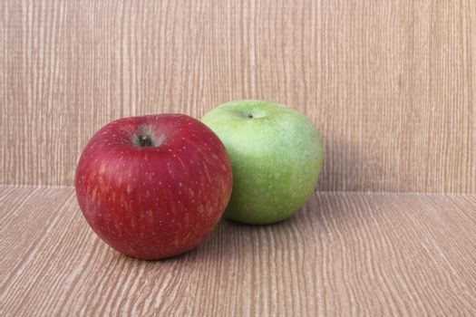 red and green apple 2