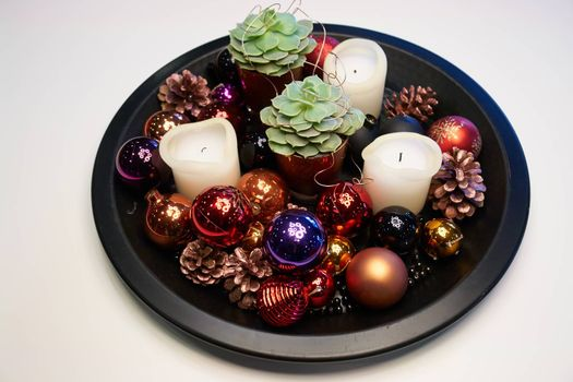 Round tray with traditional Christmas decoration