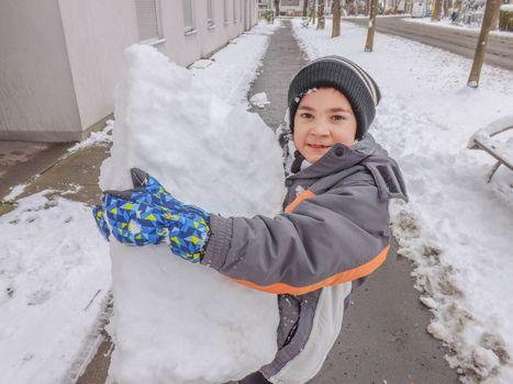 I am building a snowman