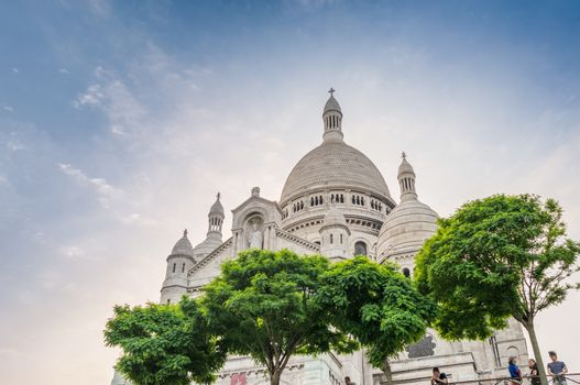Amazing view of Sacred Heart Cathedral in Montmartre. Paris, Bas