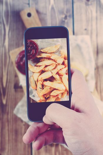 Using smartphones to take photos of Fried Potatoes with instagra