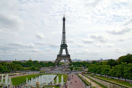 Eiffel tower and its surroundings