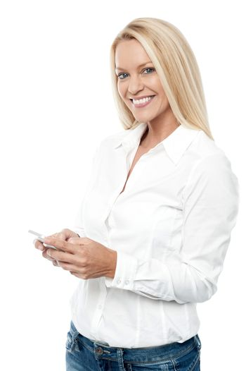 Smilng woman with mobile phone