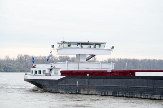 Inland waterway vessel